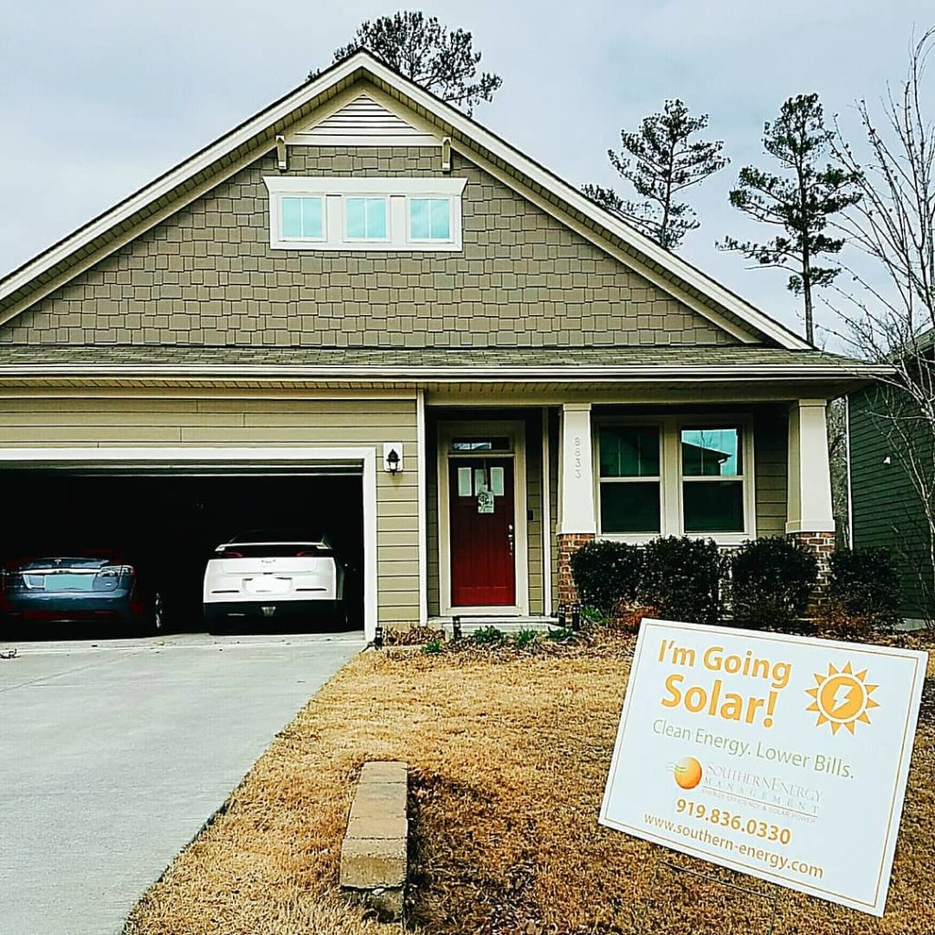 """Home of an SEM customer with """"I'm Going Solar"""" sign"""